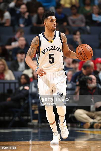 Courtney Lee of the Memphis Grizzlies handles the ball against the Orlando Magic on January 25 2016 in Memphis Tennessee NOTE TO USER User expressly...