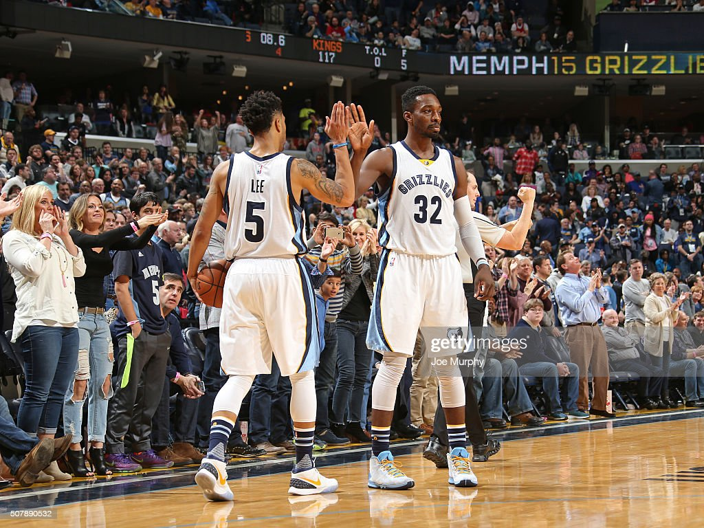 <a gi-track='captionPersonalityLinkClicked' href=/galleries/search?phrase=Courtney+Lee&family=editorial&specificpeople=730223 ng-click='$event.stopPropagation()'>Courtney Lee</a> #5 of the Memphis Grizzlies high fives <a gi-track='captionPersonalityLinkClicked' href=/galleries/search?phrase=Jeff+Green+-+Basket&family=editorial&specificpeople=4218745 ng-click='$event.stopPropagation()'>Jeff Green</a> #32 during the game against the Sacramento Kings on January 30, 2016 at FedExForum in Memphis, Tennessee.