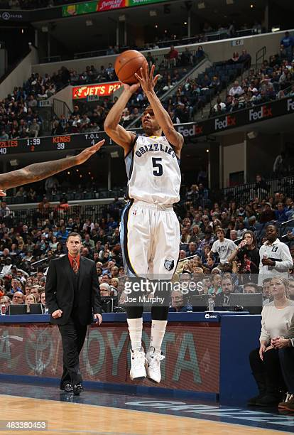 Courtney Lee of the Memphis Grizzlies shoots against the Sacramento Kings on January 17 2014 at FedExForum in Memphis Tennessee NOTE TO USER User...