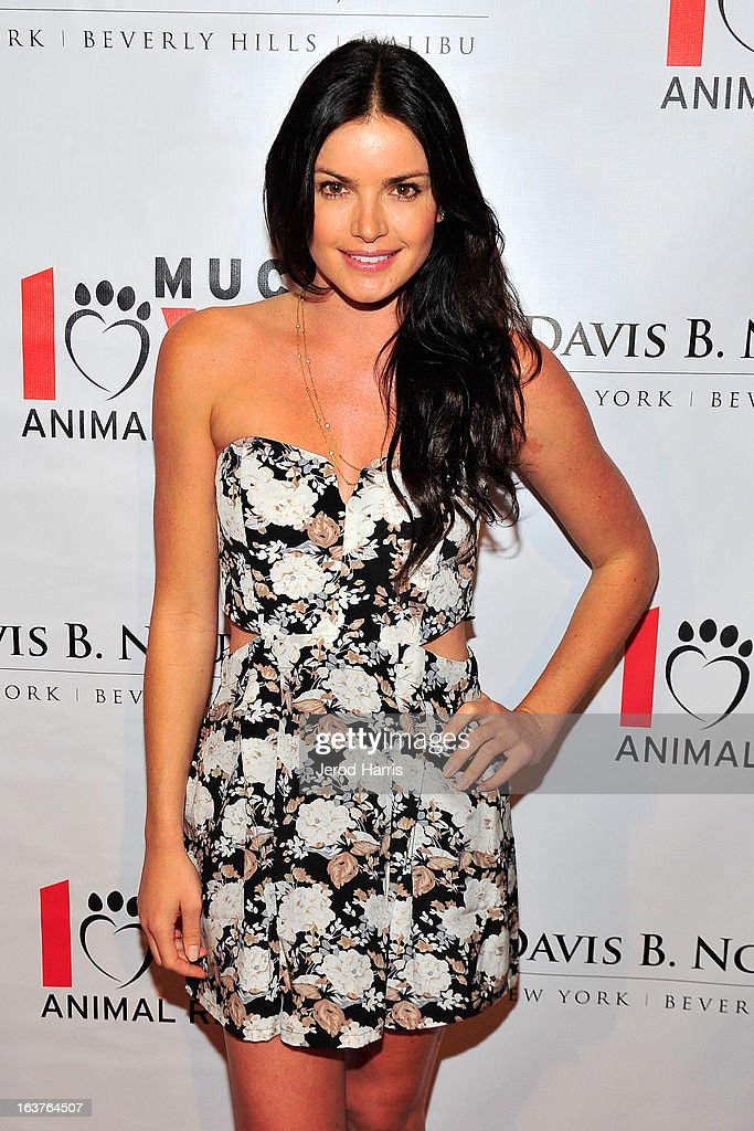 Courtney Robertson arrives at Dr. Davis B. Nguyen and Much Love Animal Rescue host Makeover for Mutts at The Peninsula Hotel at Peninsula Hotel on March 14, 2013 in Beverly Hills, California.