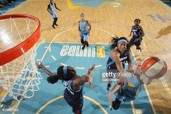 Courtney Vandersloot of the Chicago Sky shoots the ball against the Atlanta Dream during Round Two of the 2016 WNBA Playoffs on September 25 2016 at...