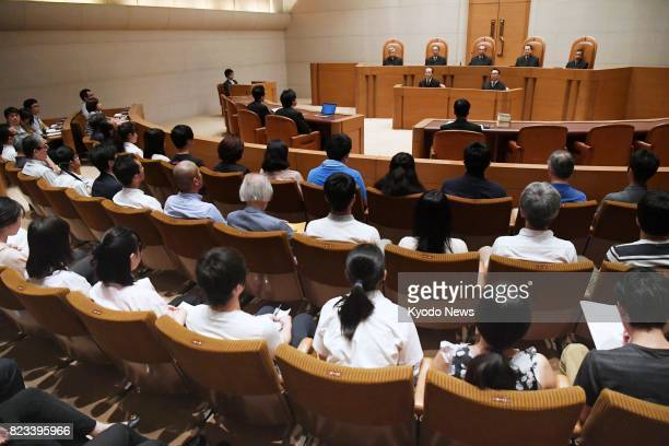 A courtroom at the Supreme Court in Tokyo is filled with gallery spectators on July 27 to hear a ruling on Miyuki Ueda convicted of murdering two men...