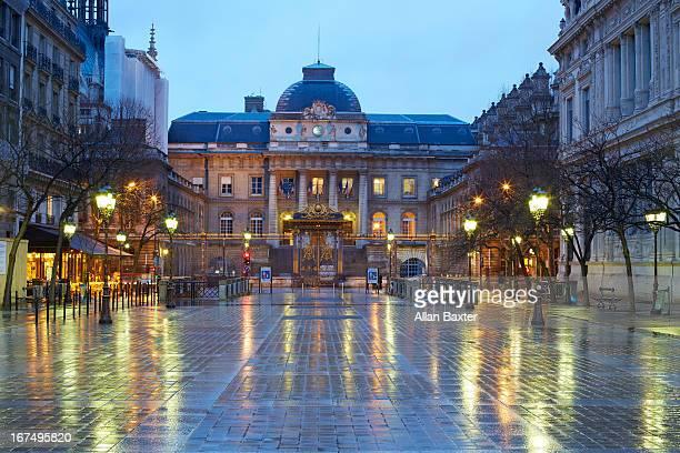 Courts at dusk in Parisien Latin quarter