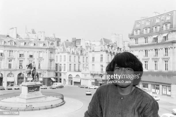 Couturier Kenzo Takada In 1982 Le couturier japonais Kenzo TAKADA à débarqué à Paris en 1965 avec l'idée d'un près à porter jeune et frais des...