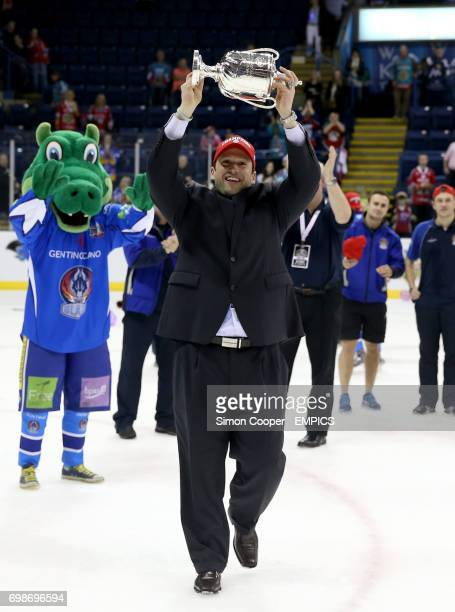 Coventry Blaze Head Coach Chuck Weber lifts the Elite League PlayOff Trophy