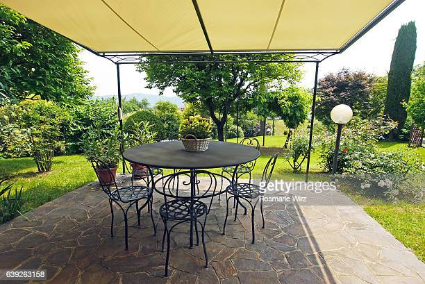 Covered patio with view on garden.