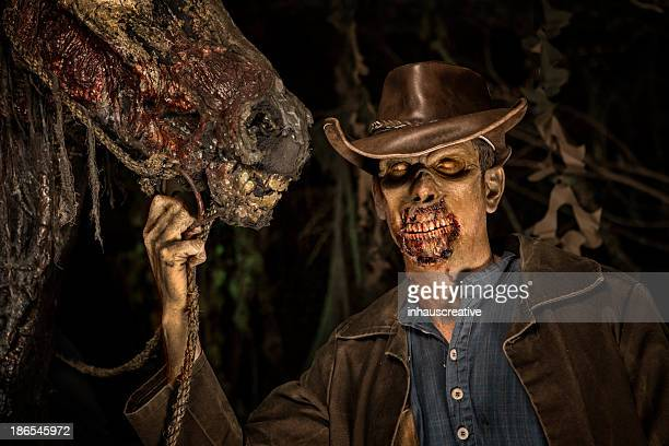 Cowboy Zombie mit seinem Pferd