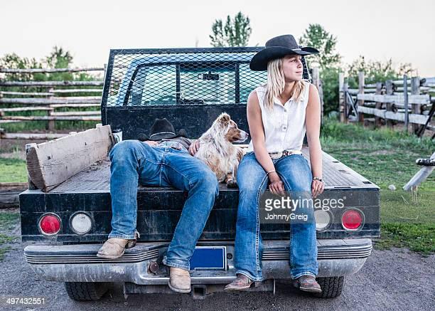 Cow-girl dans une camionnette