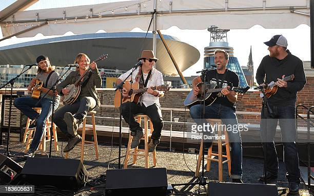 Cowriter Brad Warren Keith Urban cowriters Kevin Rudolf Brett Warren with producer Nathan Chapman perform as Keith Urban BMI ASCAP Celebrate the No 1...