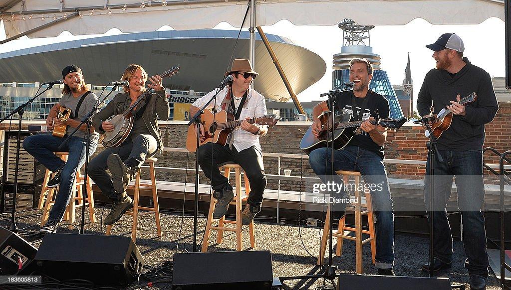 Cowriter Brad Warren Keith Urban cowriters Kevin Rudolf Brett Warren with producer Nathan Chapman perform as Keith Urban BMI ASCAP Celebrate the No 1...