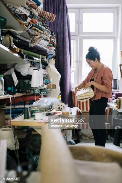 Craftswoman organiseren Her Home bekleding Studio