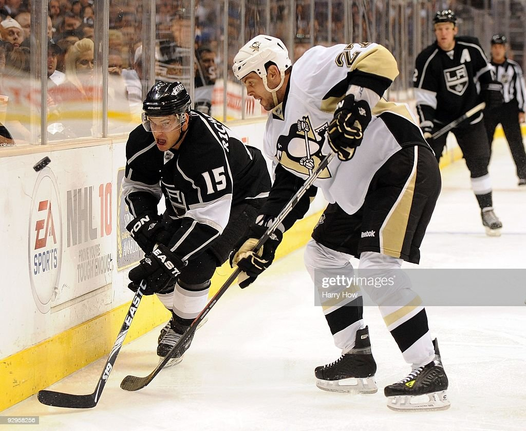 <a gi-track='captionPersonalityLinkClicked' href=/galleries/search?phrase=Craig+Adams&family=editorial&specificpeople=211144 ng-click='$event.stopPropagation()'>Craig Adams</a> #27 of the Pittsburgh Penguins and <a gi-track='captionPersonalityLinkClicked' href=/galleries/search?phrase=Brad+Richardson&family=editorial&specificpeople=638058 ng-click='$event.stopPropagation()'>Brad Richardson</a> #15 of the Los Angeles Kings go after a puck along the boards during the game at the Staples Center on November 5, 2009 in Los Angeles, California.