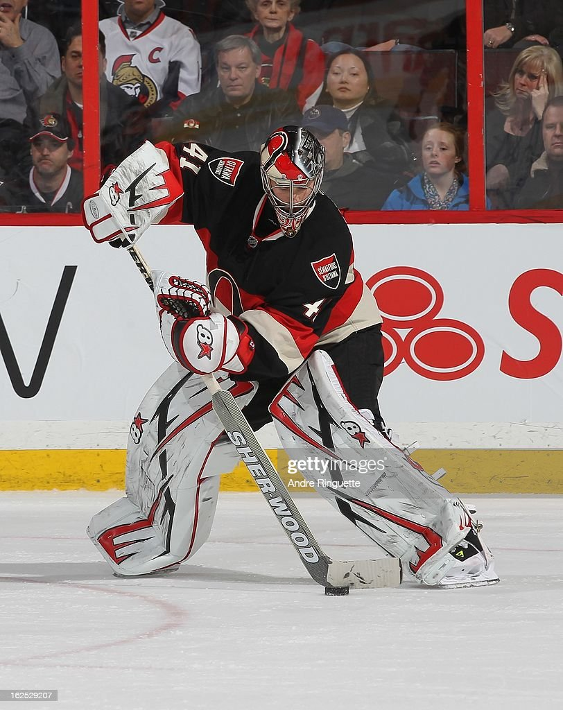 Craig Anderson #41 of the Ottawa Senators controls the puck against the New York Islanders on February 19, 2013 at Scotiabank Place in Ottawa, Ontario, Canada.