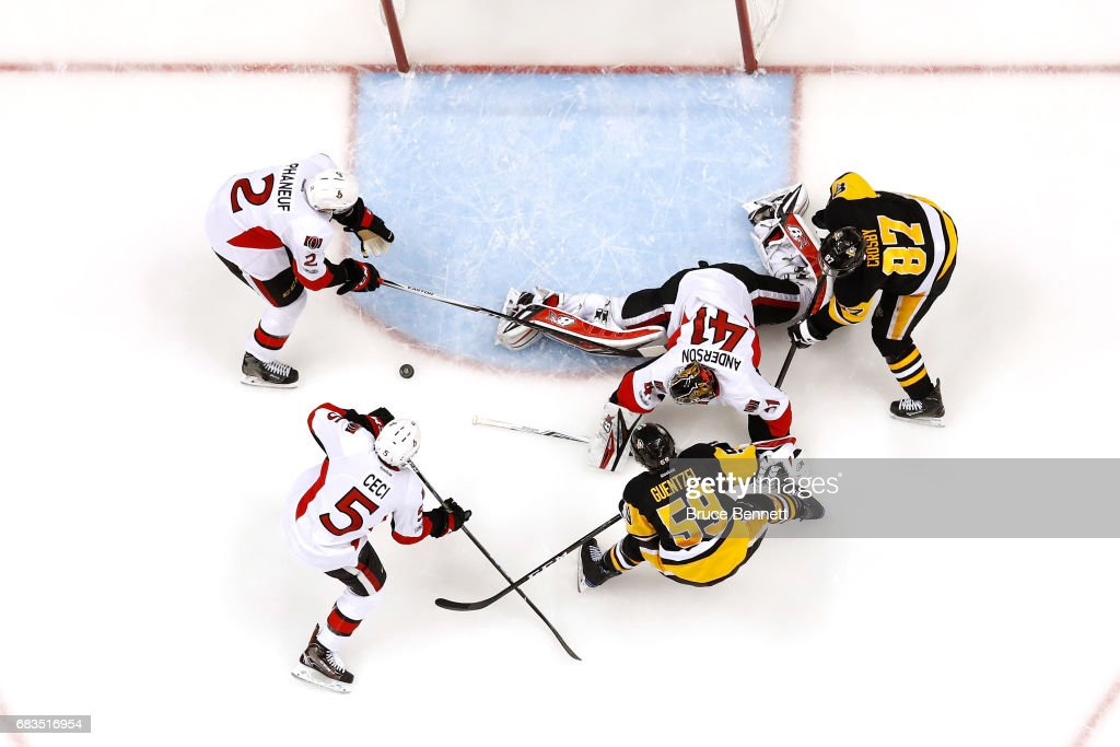 Craig Anderson #41 of the Ottawa Senators makes a save against the Pittsburgh Penguins in Game Two of the Eastern Conference Final during the 2017 NHL Stanley Cup Playoffs at PPG PAINTS Arena on May 15, 2017 in Pittsburgh, Pennsylvania.
