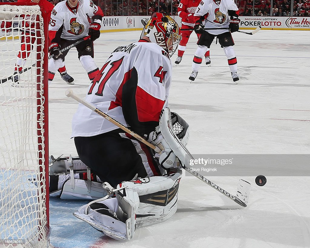 <a gi-track='captionPersonalityLinkClicked' href=/galleries/search?phrase=Craig+Anderson&family=editorial&specificpeople=211238 ng-click='$event.stopPropagation()'>Craig Anderson</a> #41 of the Ottawa Senators makes a save against the Detroit Red Wings during an NHL game at Joe Louis Arena on October 23, 2013 in Detroit, Michigan. The Senators win 6-1