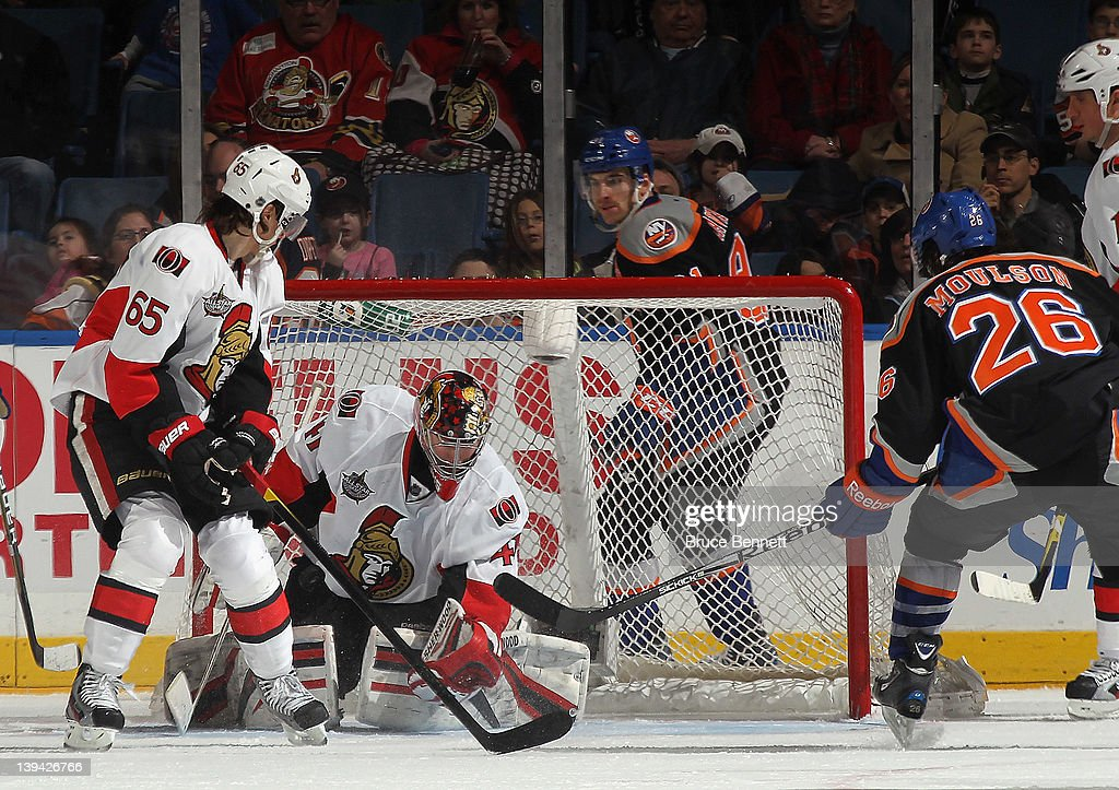 <a gi-track='captionPersonalityLinkClicked' href=/galleries/search?phrase=Craig+Anderson&family=editorial&specificpeople=211238 ng-click='$event.stopPropagation()'>Craig Anderson</a> #41 of the Ottawa Senators tends net against the New York Islanders at the Nassau Veterans Memorial Coliseum on February 20, 2012 in Uniondale, New York.