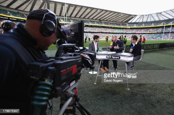 Craig Doyle BT Sport rugby presenter talks to rugby pundits Lawrence Dallaglio and Austin Healey during the Aviva Premiership match between London...
