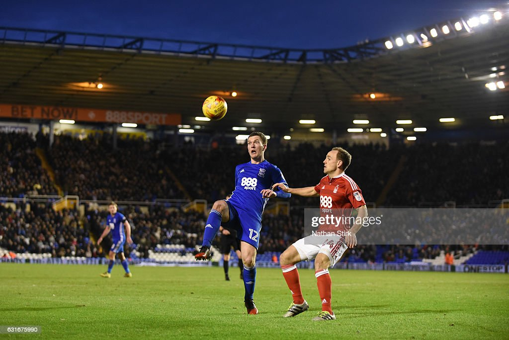 Craig Gardner of Birmingham City and David Vaughan of Nottingham Forest in action during the Sky Bet Championship match between Birmingham City and Nottingham Forest at St Andrews Stadium on January 14, 2017 in Birmingham, England (Photo by Nathan Stirk/Getty Images).