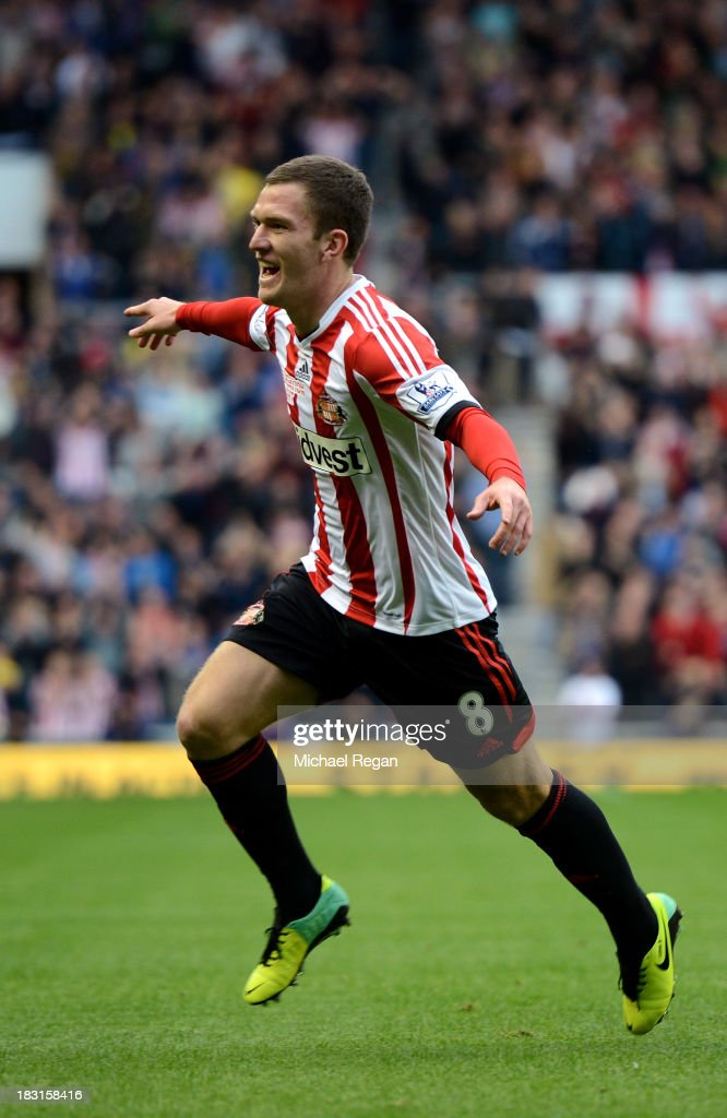 <a gi-track='captionPersonalityLinkClicked' href=/galleries/search?phrase=Craig+Gardner&family=editorial&specificpeople=685283 ng-click='$event.stopPropagation()'>Craig Gardner</a> of Sunderland celebrates scoring the opening goal during the Barclays Premier League match between Sunderland and Manchester United at the Stadium of Light on October 5, 2013 in Sunderland, England.