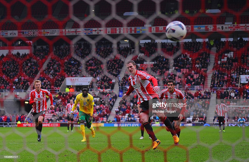 <a gi-track='captionPersonalityLinkClicked' href=/galleries/search?phrase=Craig+Gardner&family=editorial&specificpeople=685283 ng-click='$event.stopPropagation()'>Craig Gardner</a> of Sunderland scores a penalty to make it 1-1 during the Barclays Premier League match between Sunderland and Norwich City at the Stadium of Light on March 17, 2013 in Sunderland, England.