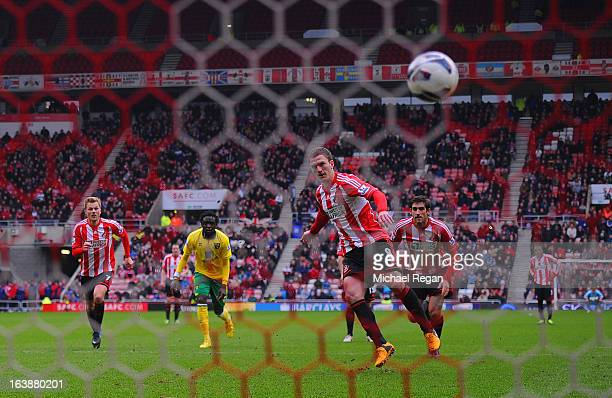 Craig Gardner of Sunderland scores a penalty to make it 11 during the Barclays Premier League match between Sunderland and Norwich City at the...