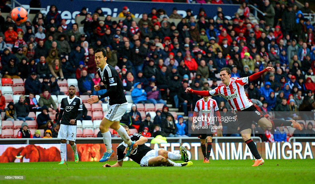 <a gi-track='captionPersonalityLinkClicked' href=/galleries/search?phrase=Craig+Gardner&family=editorial&specificpeople=685283 ng-click='$event.stopPropagation()'>Craig Gardner</a> of Sunderland scores the opening goal during the FA Cup fifth round match between Sunderland and Southampton at Stadium of Light on February 15, 2014 in Sunderland, England.