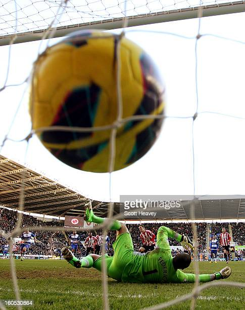 Craig Gardner of Sunderland scores their first goal from the penalty spot during the Barclays Premier League match between Reading and Sunderland at...