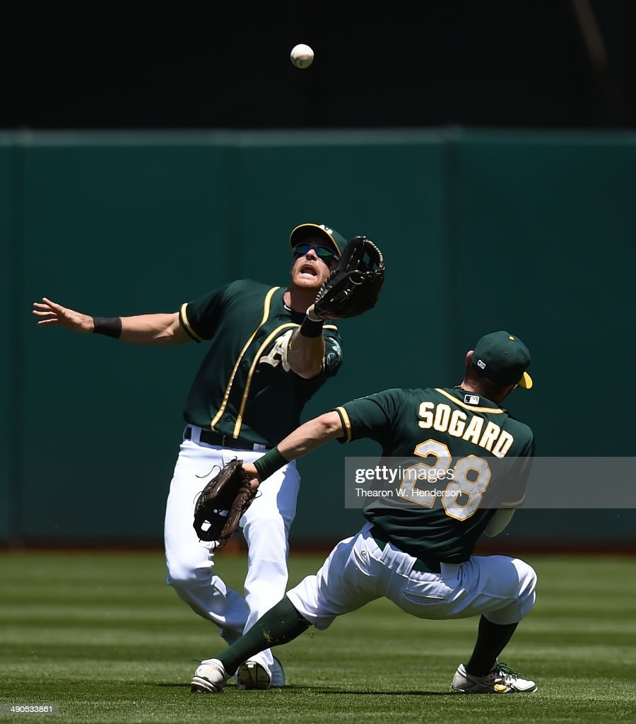 <a gi-track='captionPersonalityLinkClicked' href=/galleries/search?phrase=Craig+Gentry&family=editorial&specificpeople=6352553 ng-click='$event.stopPropagation()'>Craig Gentry</a> #3 of the Oakland Athletics avoids colliding with <a gi-track='captionPersonalityLinkClicked' href=/galleries/search?phrase=Eric+Sogard&family=editorial&specificpeople=6796459 ng-click='$event.stopPropagation()'>Eric Sogard</a> #28 while catching a fly ball off the bat of Alexei Ramirez #10 of the Chicago White Sox in the top of the fourth inning at O.co Coliseum on May 14, 2014 in Oakland, California.