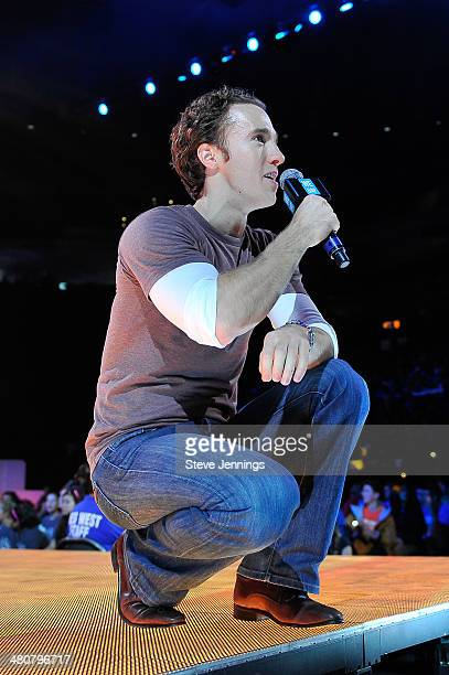Craig Kielburger in Oakland CA speaks about youth empowerment to 16000 students and educators at the first We Day California at ORACLE Arena on March...