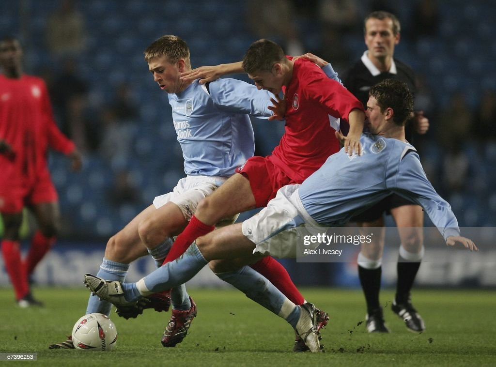Craig Lindfield of Liverpool is tackled by Michael Johnson and Gary Breen of Manchester City during the FA Youth Cup Final second leg between...