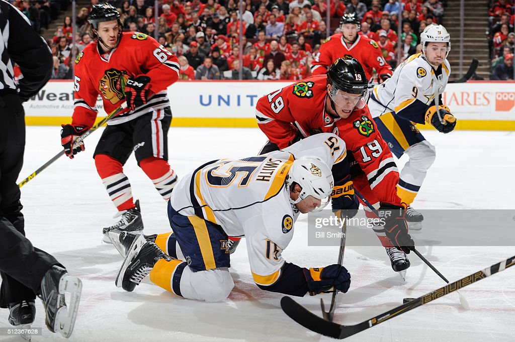 Craig Smith #15 of the Nashville Predators and Jonathan Toews #19 of the Chicago Blackhawks battle for the puck after a face-off during the NHL game at the United Center on February 25, 2016 in Chicago, Illinois.