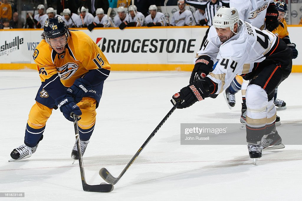 Craig Smith #15 of the Nashville Predators battles for the puck against <a gi-track='captionPersonalityLinkClicked' href=/galleries/search?phrase=Sheldon+Souray&family=editorial&specificpeople=203131 ng-click='$event.stopPropagation()'>Sheldon Souray</a> #44 of the Anaheim Ducks during an NHL game at the Bridgestone Arena on February 16, 2013 in Nashville, Tennessee.