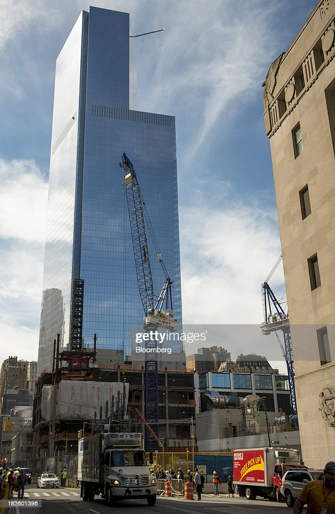 A crane stands in front of the 4 World Trade Center building, managed by Silverstein Properties Inc., in New York, U.S., on Wednesday, Sept. 25, 2013. Real estate developer Larry Silverstein cant recoup any of the $1.2 billion recovered by World Trade Center insurers in settlements with airlines and airport security companies over the Sept. 11, 2001, terrorist attack that destroyed the office complex, a judge ruled. Photographer: Craig Warga/Bloomberg via Getty Images
