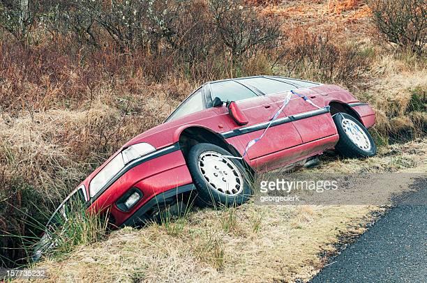 Gecrasht Auto in einem Graben