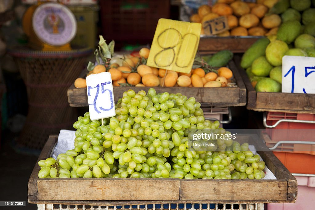 crate of white table grapes on display at market : Stock Photo