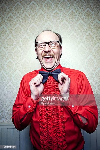 Crazy Butler homme en Chemise rouge & noeud papillon derrière
