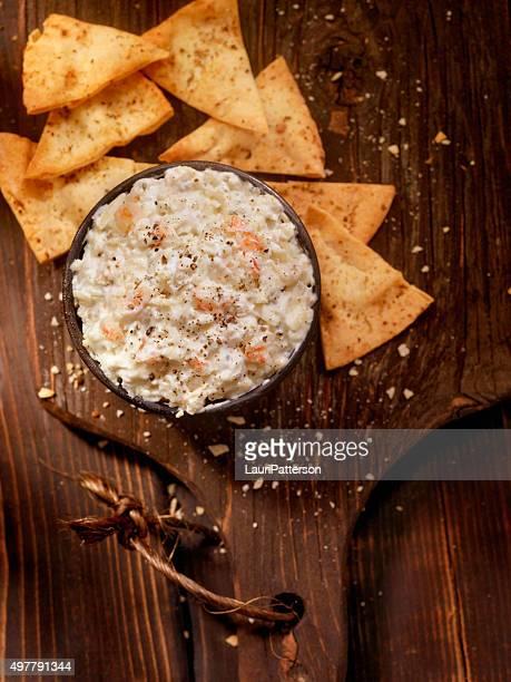Sahniges Krabben-Dip, gebackene Pita-Chips