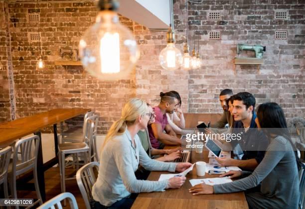 Création groupe de personnes qui travaillent au bureau