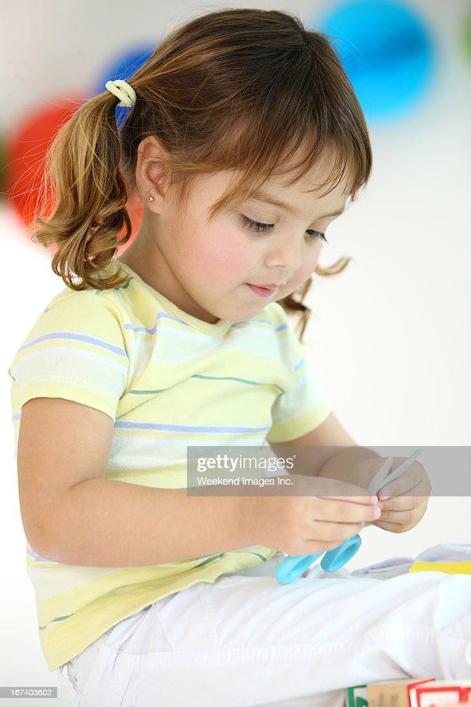 Bambino con le forbici Creative : Foto stock