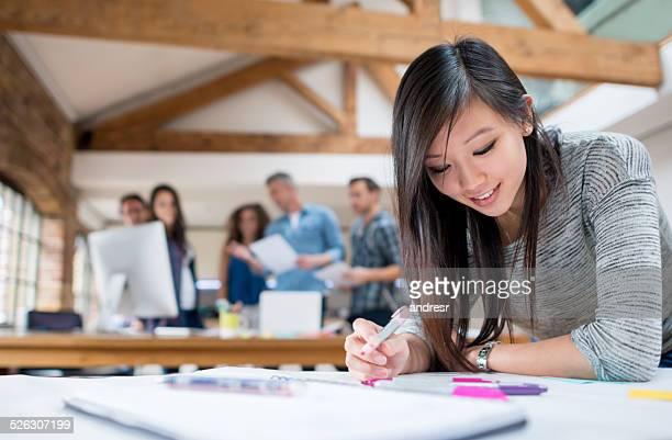Creative jeune femme