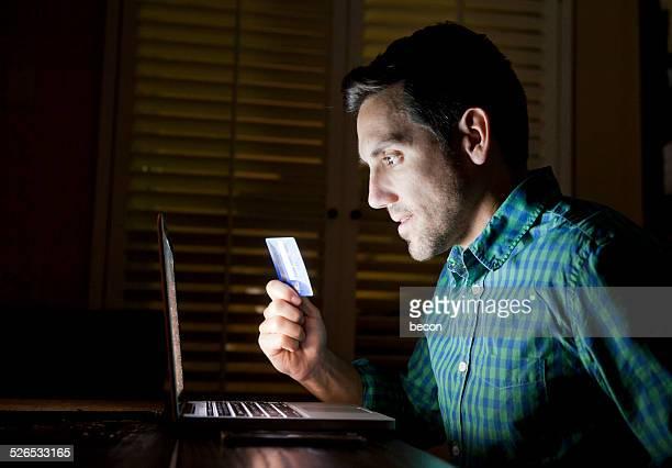 Une carte de crédit en ligne shopping portable