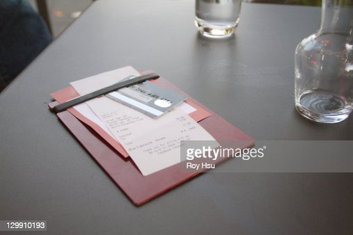 Credit card with bill on restaurant table : Stock Photo