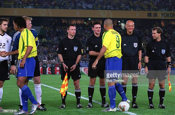 POPPERFOTO/JOHN McDERMOTT Football 2002 FIFA World Cup Finals Final Yokohama Japan 30th June 2002 Germany 0 v Brazil 2 The two teams and match...