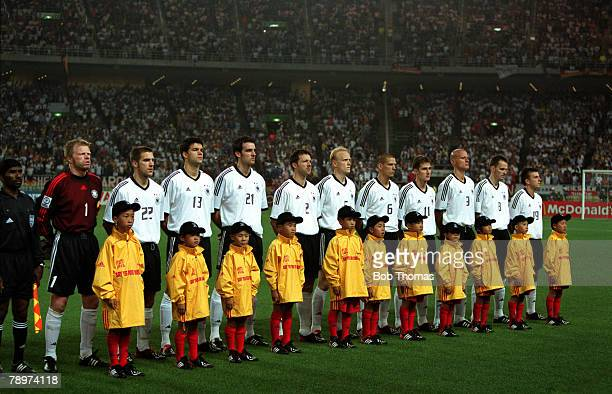 POPPERFOTO/JOHN MCDERMOTT Football 2002 FIFA World Cup Finals Group E Shizuoka Japan 11th June 2002 Germany 2 v Cameroon 0 The Germany team line up...