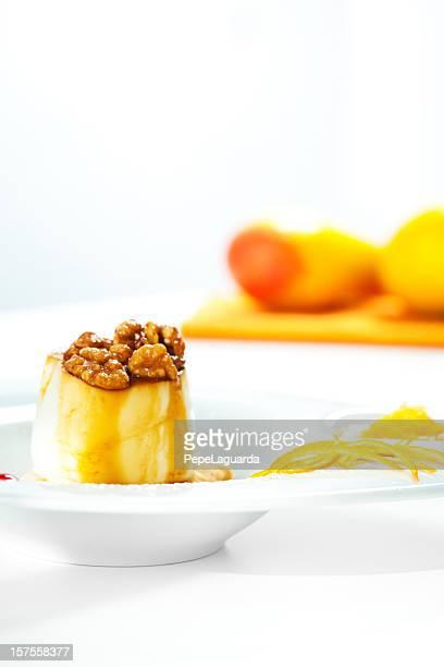 Flan con queso fresco y nueces