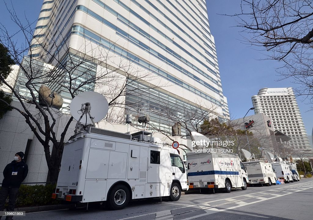 TV crews gather in front of the headquarters of Japanese plant construction company JGC in Yokohama, suburban Tokyo on January 21, 2013. Japan's government said it was aware of reports that nine Japanese had died in the desert standoff in Algeria, but had no confirmation of the fate of 10 JGC employees of Japanese nationality who remain unaccounted for. AFP PHOTO / Yoshikazu TSUNO