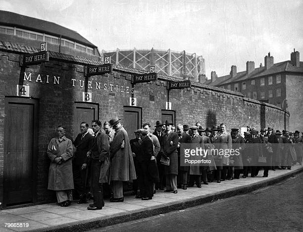 Cricket 21st May 1938 London England Supporters queue outside the Kennington Oval for the first day of the touring Australian Test team against Surrey