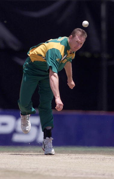 ICC Knockout trophy in Nairobi 10/10/2000 England v South Africa LANCE KLUSENER / SOUTH AFRICA... : News Photo