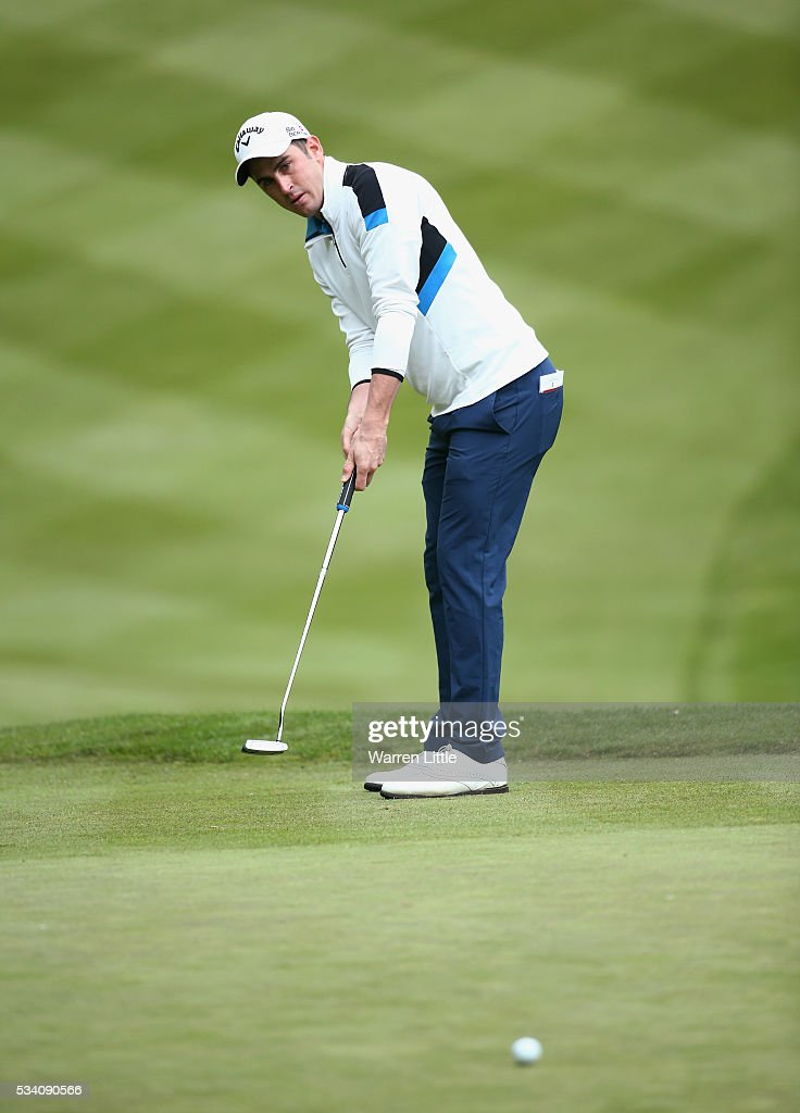 Cricketer <a gi-track='captionPersonalityLinkClicked' href=/galleries/search?phrase=Craig+Kieswetter&family=editorial&specificpeople=4267430 ng-click='$event.stopPropagation()'>Craig Kieswetter</a> putts on the 1st green during the Pro-Am prior to the BMW PGA Championship at Wentworth on May 25, 2016 in Virginia Water, England.