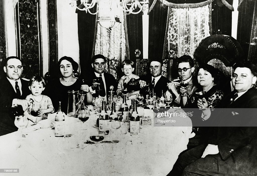 circa 1930's, Family of Chicago gangsters, left-right, Sam Genna, Angela Genna, Peter Genna, Tony Genna, Jim Genna and families